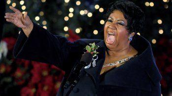 Foto de archivo de la cantante estadounidenseArethaFranklindurante su actuación en el encendido de las luces del árbol de Navidad del Rockefeller Center en Nueva York (Estados Unidos) el 2 de diciembre de 2009.