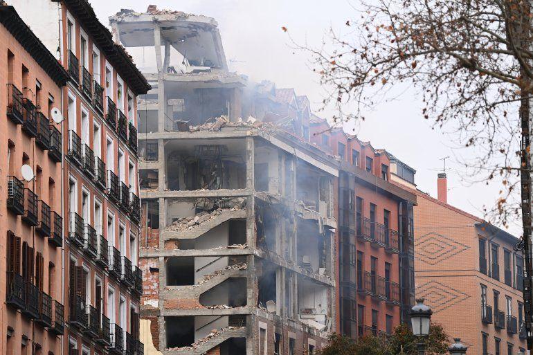Un edificio dañado se muestra en Madrid el 20 de enero de 2021 después de que una fuerte explosión sacudiera el edificio. La causa de la explosión no quedó clara de inmediato.