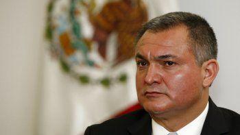 En esta foto del 8 de octubre del 2010, el secretario de Seguridad Pública de México Genaro García Luna participa en una conferencia de prensa en la Ciudad de México.