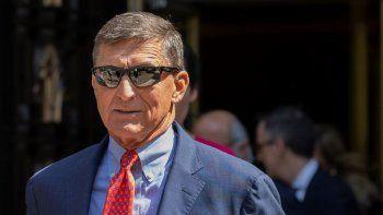 Michael Flynn, exasesor de seguridad nacional del presidente Donald Trump, sale de un tribunal federal el martes 10 de septiembre de 2019, en Washington.