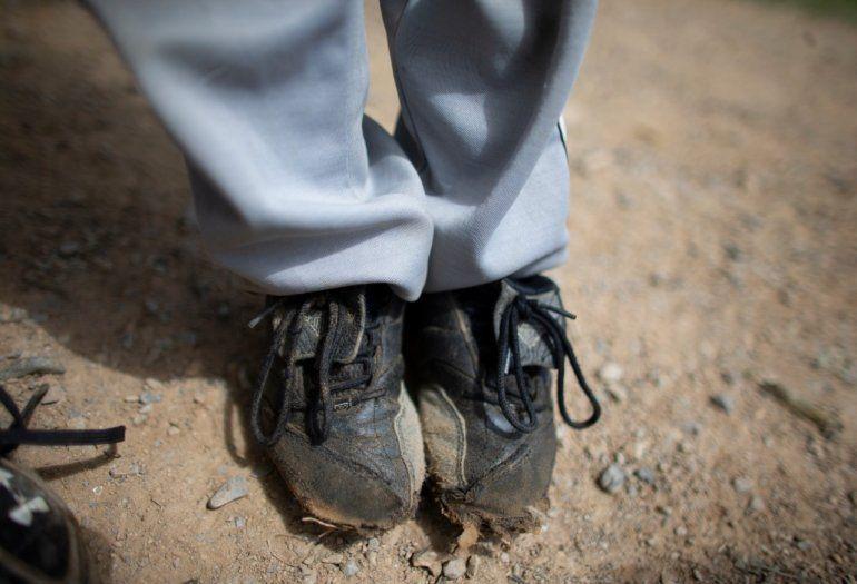Niños y adolescentes entrenan a diarioen un modesto campo de béisbolen busca de la vía para saltar a las Grandes Ligas y escapar de la brutal crisis que azota aVenezuela.