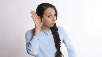 En el adulto, para evitar pérdida auditiva se recomienda protegerse del ruido, vigilar los medicamentos nocivos para el oído y adoptar una buena higiene