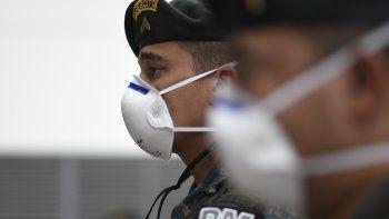 152/5000Los soldados guatemaltecos usan máscaras faciales durante la inauguración de un nuevo centro de atención para pacientes con COVID-19 en la Ciudad de Guatemala el 20 de julio de 2020.