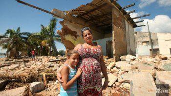 La devastación fue extrema, las casas completamente destruidas, expresóCloutier luego de la visita al pueblo. Las familias estaban tratando de recoger lo que quedaba. La gente dormía en una cama con sus hijos, en medio de su casa sin techo ni paredes. La escena era espantosa.