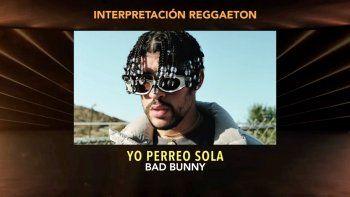 En esta captura de pantalla, Bad Bunny es anunciado el ganador del premio a la Mejor Actuación de Reggaeton por Yo Perreo Sola en la Ceremonia de Estreno durante la 21a Entrega Anual del Latin GRAMMY en el American Airlines Arena el 19 de noviembre de 2020 en Miami, Florida.