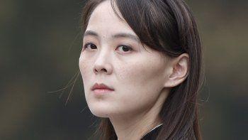 En esta imagen de archivo, tomada el 2 de marzo de 2019, Kim Yo Jong, hermana del líder de Corea del Norte, Kim Jong Un, durante un acto en el Mausoleo Ho Chi Minh, en Hanói, Vietnam. (Jorge Silva/Pool Photo via AP, archivo