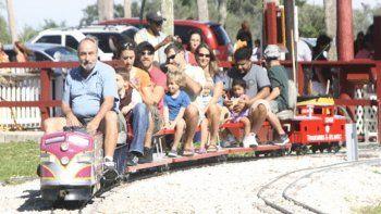 El parque ofrecerá a sus visitantes una variedad de juegos y actividades como paseos en tren, hayrides, exhibición de autos, arte en globos, comida, manualidades, colchones inflables, granja de contacto, visitas a graneros y pinta caritas.