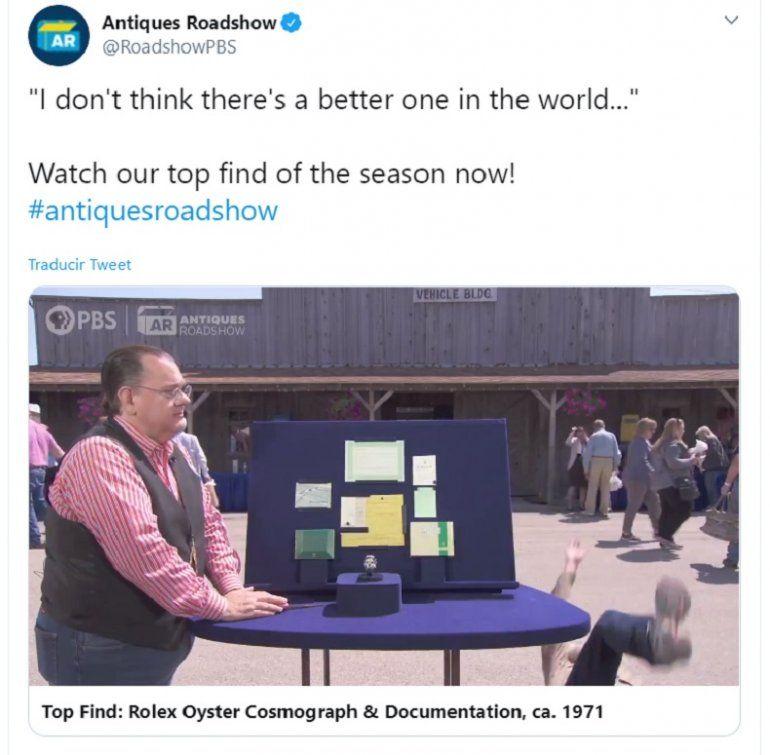 Captura de video del programa Antiques Roadshow del momento en el que un hombre cae de espaldas al saber el valor de un reloj Rolex que compró en 1979.