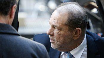 Harvey Weinstein llega a un tribunal en Manhattan el lunes 24 de febrero del 2020 en Nueva York, poco antes de ser declarado culpable de dos cargos en su juicio por abuso sexual y violación.