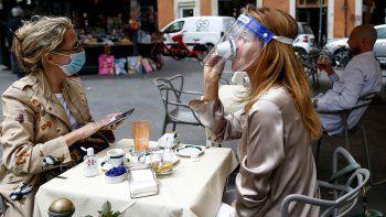Los datos positivos llegan en el día en que Italia inicia la segunda etapa en la fase 2 de la desescalada de las estrictas medidas de confinamiento que impuso el Gobierno de Giuseppe Conte para frenar la propagación de la pandemia, que tuvo como principal epicentro el norte del país.
