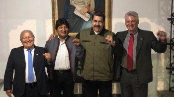 Primero de la izquierda, Salvador Sánchez Céren. Fotografía de la cuenta oficial de Twitter del designado gobernante cubano Miguel Díaz-Canel (derecha) acompañado por sus homólogos de Venezuela, Nicolás Maduro (2-der); y Bolivia, Evo Morales (2-izq) el 10 de enero de 2019 en Caracas.