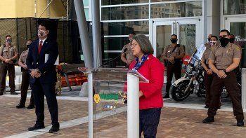 """La alcaldesa condal, Daniella Levine Cava, señaló que la cena tradicional de Acción de Gracias se debería hacer """"afuera, en el jardín, o en el parque"""""""