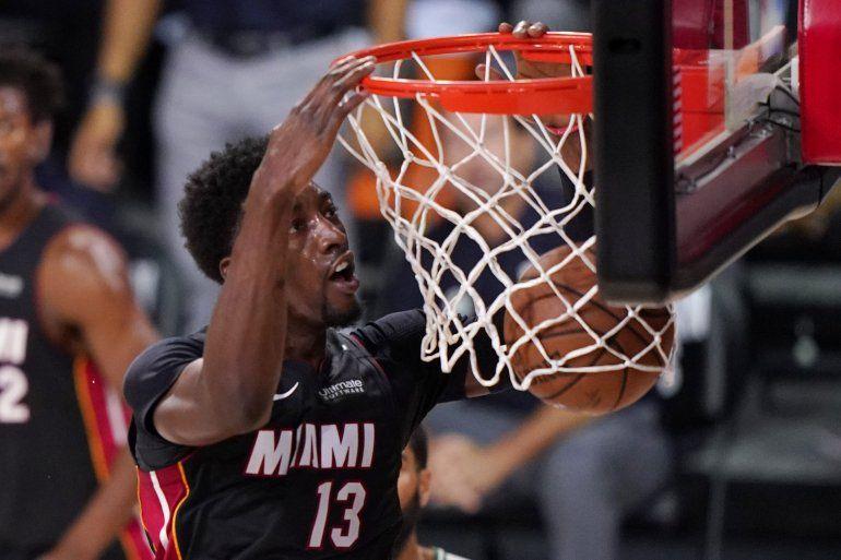 Bam Adebayo consigue una clavada en la primera mitad del sexto juego de la final de la Conferencia Este ante los Celtics de Boston