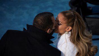 Jennifer López besa a Alex Rodríguez después de actuar durante la toma de posesión de Joe Biden como el 46 presidente de los Estados Unidos. La pareja confirmó su separación.