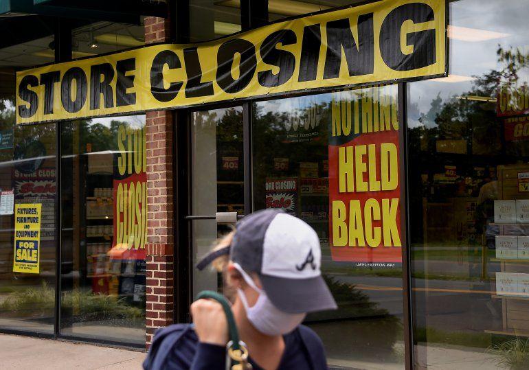 Los despidos en marzo y abril fueron tan masivos que la creación de empleo en mayo y junio todavía deja a decenas de millones de estadounidenses sin trabajo.