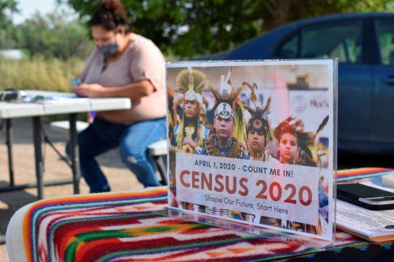 En esta fotografía del 26 de agosto de 2020 se muestra un letrero que promueve la participación de los indígenas norteamericanos en el censo de 2020