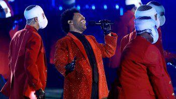 The Weeknd se presenta durante el espectáculo de medio tiempo del Pepsi Super Bowl LV en el estadio Raymond James el 7 de febrero de 2021 en Tampa, Florida.