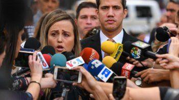 Romina Botaro de Márquez, esposa de Juan José Márquez, tío del Presidente (e) de Venezuela, Juan Guaidó, detenido el martes 11 de febrero en el Aeropuerto Internacional Simón Bolívar, ratificó que su marido tiene un abogado privado, por lo que rechazó cualquier pretensión de asignarle un defensor público.