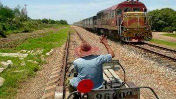 En Cuba, el ferrocarril se inauguró el 19 de noviembre de 1837, con la puesta en marcha de una línea que comunicaba a La Habana con la cercana localidad de Bejucal.