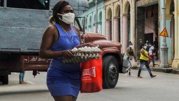 Desde que el régimen cubano hizo una serie de anuncios económicos hace dos meses y medio, el cambista de 50 años ha comprado y vendido más divisas que durante los primeros siete meses de 2020