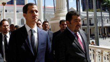 El ex jefe del despacho de la Presidencia (e) de Venezuela, Roberto Marrero, junto al presidente encargado, Juan Guaidó, en el Palacio Federal Legislativo, en Caracas.