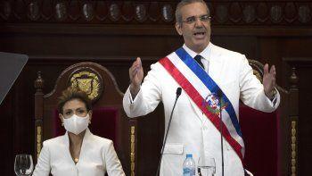 Luis Rodolfo Abinader al prestar juramento como presidente de República Dominicana el domingo 16 de agosto de 2020 en una ceremonia a la que asistió el secretario estadounidense de Estado, Mike Pompeo, en Santo Domingo.
