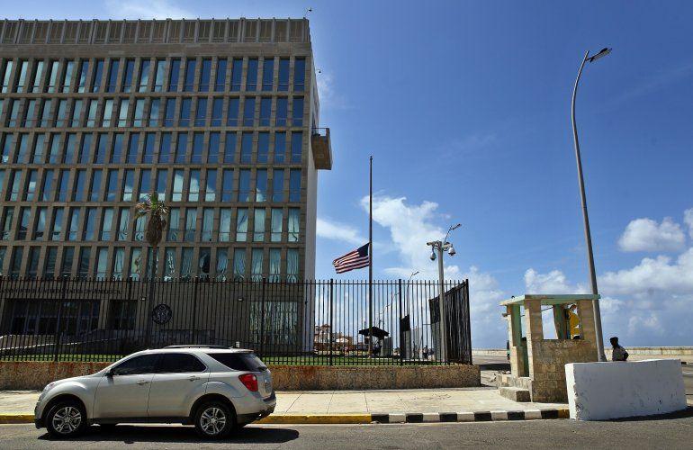 Los cubanos que necesitan viajar a los Estados Unidos se quedan sin opciones