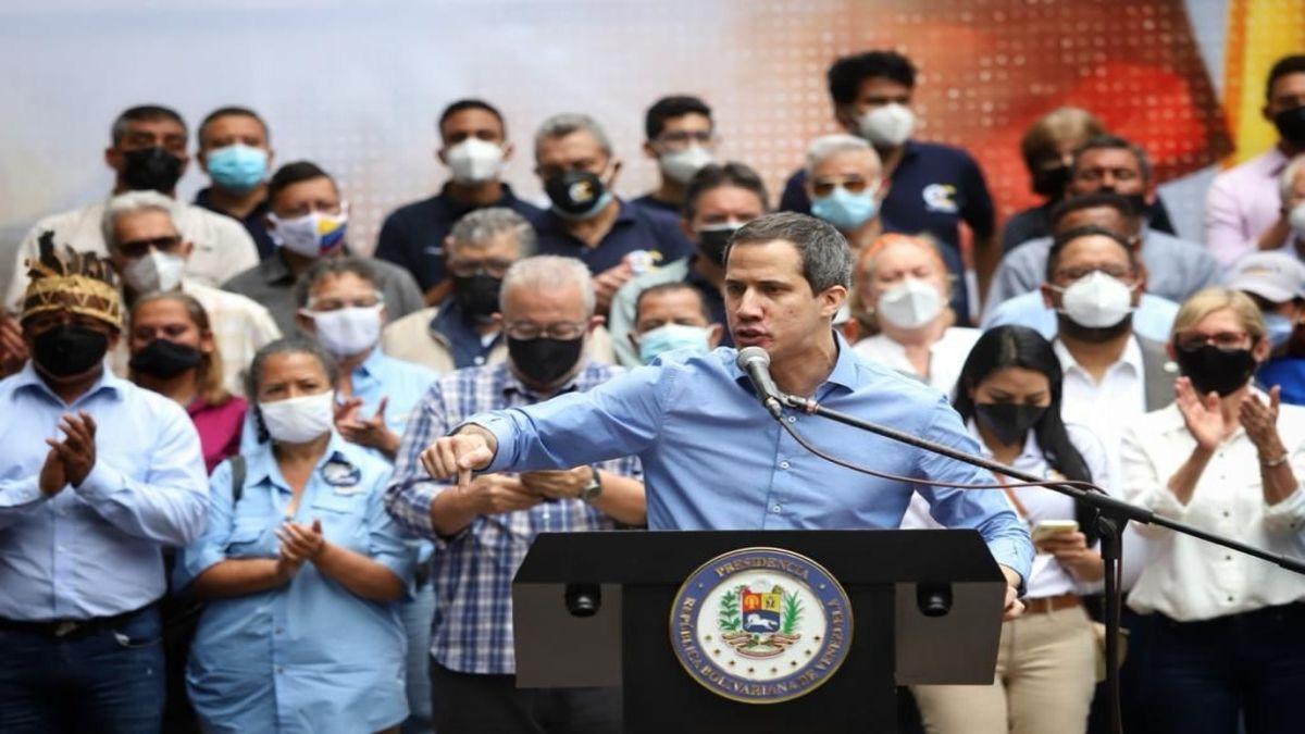 El líder opositor de Venezuela, Juan Guaidó, habla durante un acto en Caracas.