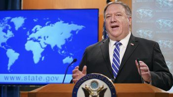 El secretario de Estado de Estados Unidos, Mike Pompeo, habla durante una conferencia de prensa en el Departamento de Estado, en Washington. (Kevin Lamarque/Pool Photo via AP)