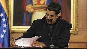 Fotografía cedida por la oficina prensa del Palacio de Miraflores, del presidente deVenezuela, Nicolás Maduro, quien convocó este lunes 1 de mayo de 2017, en Caracas, a iniciar un proceso para modificar la Carta Magnade la nación caribeña.
