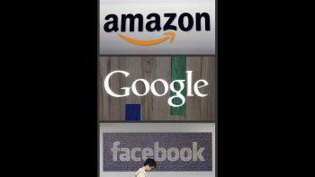 Logos de Amazon, Google y Facebook, tres de las grandes empresas tecnológicas que están siendo investigadas por la unidad antimonopólica del Departamento de Justicia de EEUU.