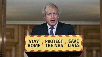El primer ministro británico Boris Johnson habla el viernes 22 de enero de 2021 en una conferencia de prensa sobre el coronavirus, en el número 10 de Downing Street, en Londres.