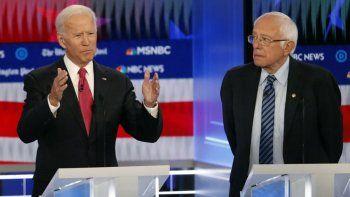 El expresidente Joe Biden y el senador Bernie Sanders, dos de los 10 participantes en el debate de las primarias demócratas del 20 de noviembre de 2019, en Atlanta, Georgia. Foto/Archivo