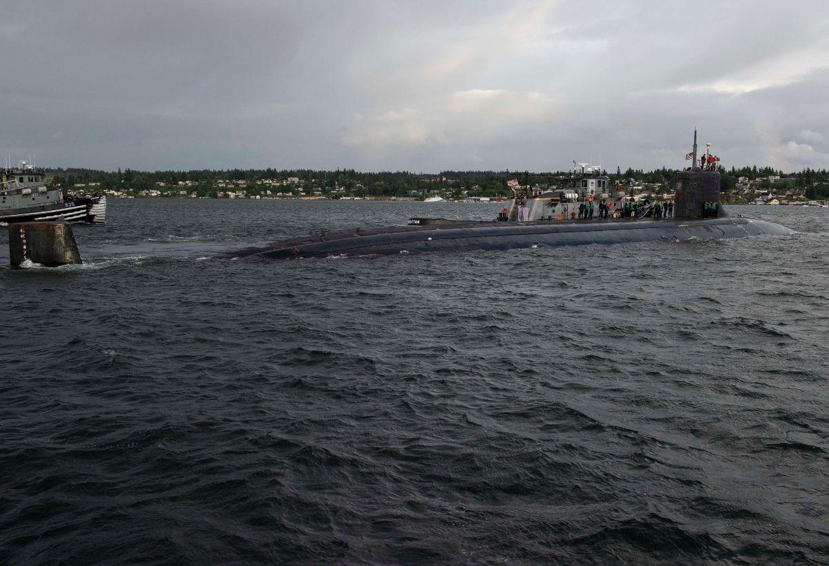 Un submarino nuclear estadounidense resultó dañado después de chocar contra un objeto no identificado mientras operaba bajo el agua en Asia, dijo la Marina de los EEUU.