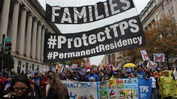 Fotografía de archivo fechada en septiembre de 2019 que muestra a cientos de personas en una manifestación en Washington que pide se proteja a los beneficiarios del TPS.