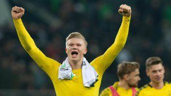 El futbolista noruego ErlingHaalandha admitido sentirse como en casa tras sus primeros meses en el Borussia Dortmund, desoyendo así los rumores del interés que por él tendrían equipos de enjundia como FC Barcelona, Real Madrid o Manchester City.