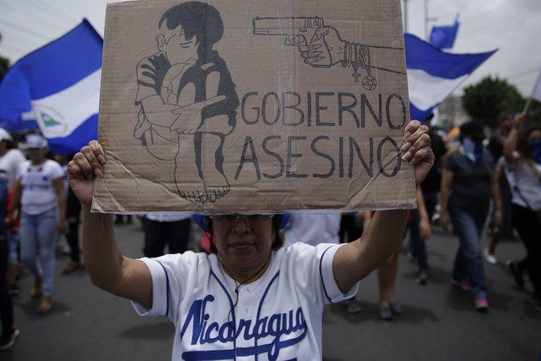 Fotografía de archivo fechada en julio de 2018 que muestra a cientos de nicaragüenses en una marcha contra el régimen de Daniel Ortega en Managua