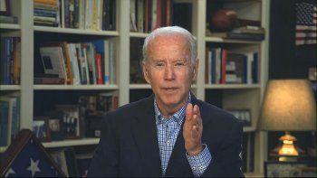 En esta imagen distribuida por la campaña presidencial de Biden, el candidato presidencial demócrata Joe Biden habla en una conferencia de prensa virtual, miércoles 25 de marzo de 2020.