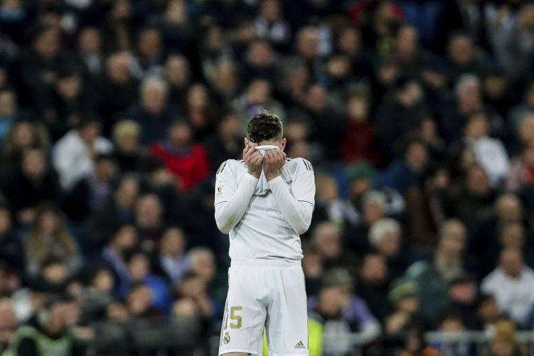 Federico Valverde del Real Madrid reacciona durante el partido de la Copa del Rey contra la Real Sociedad en el estadio Santiago Bernabéu en Madrid