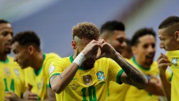 Neymar, de la selección de Brasil, festeja luego de conseguir el segundo tanto de su equipo ante Venezuela en el partido inaugural de la Copa América, el domingo 13 de junio de 2021