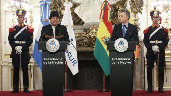 l presidente deArgentina, Mauricio Macri (d), y su homólogo boliviano, Evo Morales, ofrecen una rueda de prensa conjunta en la Casa Rosada, en Buenos Aires (Argentina).