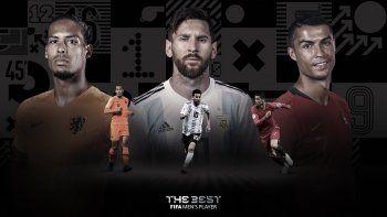 En el caso de Messi, su candidatura en la gala será doble, ya que también aspira al Premio Puskasal mejor gol gracias a la vaselina que le metió la temporada pasada al Real Betis.