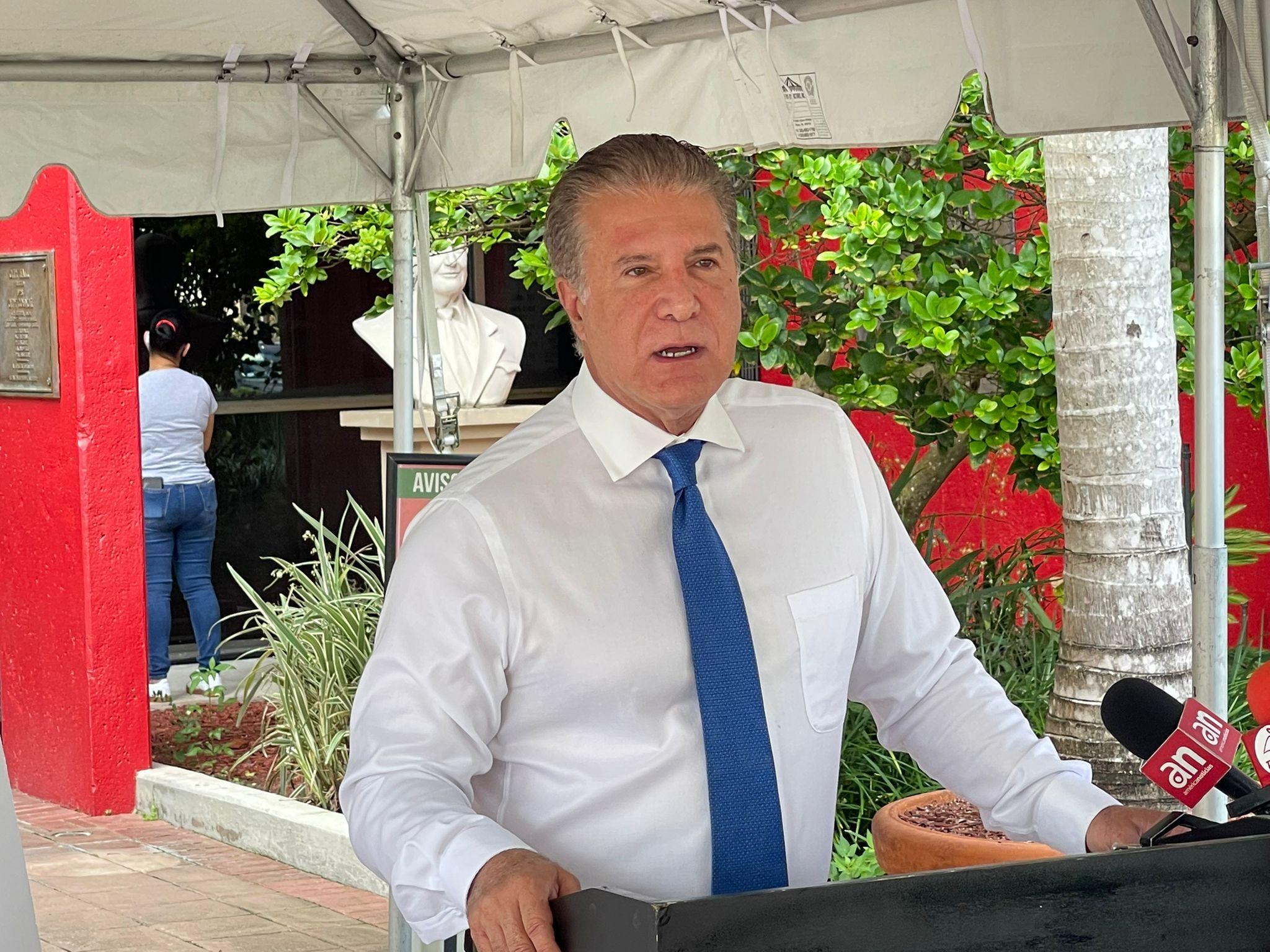 Carlos Hernández, alcalde de Hialeah.