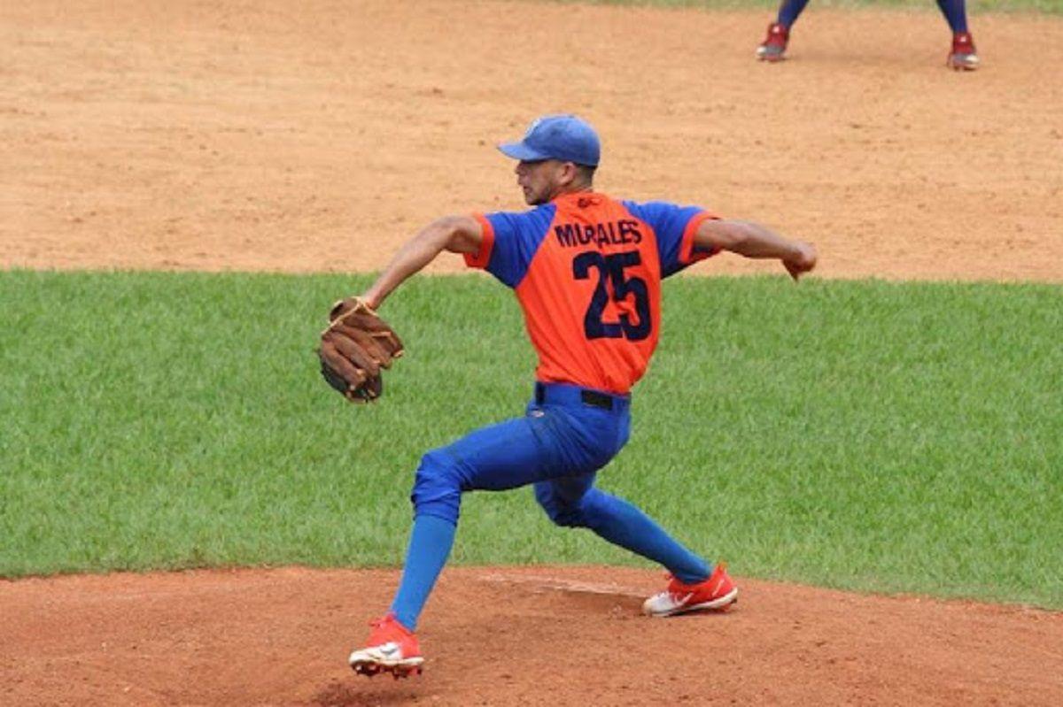 El joven lanzador cubano, Danny Morales cuenta con mucho talento en su brazo