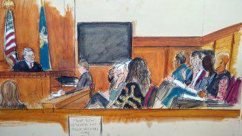 {alttext(El juez James Burke, a la izquierda, instruye a los miembros del jurado antes de que estos comiencen a deliberar en el juicio de Harvey Weinstein, el martes 18 de febrero del 2020 en Nueva York.,Jurado: #MeToo no fue un factor en juicio de Weinstein)}