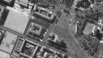 En esta imagen, tomada el 17 de septiembre de 2020 y proporcionada por Maxar Technologies, muestra el ensayo de un desfile en la Plaza Kim Il Sung, en Pyongyang, Corea del Norte.