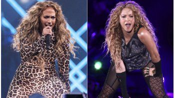 Jennifer López durante su presentación en el Directv Super Saturday Night en Minneapolis, en febrero de 2018, y Shakira en el Madison Square Garden, en Nueva York en agosto de 2018.