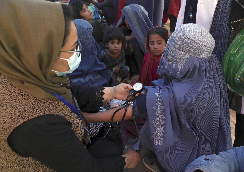Piden programa especial de visados para mujeres afganas
