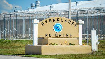 Entrada del centro de detención de Krome, donde se encuentran bajo custodia de ICE los dos hijos varones del expresidente panameño RicardoMartinelli.