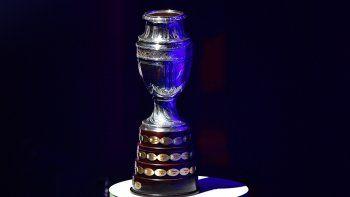 En esta foto de archivo tomada el 24 de enero de 2019, se muestra el trofeo de la Copa América durante el sorteo de la Copa América 2019 en Río de Janeiro, Brasil.